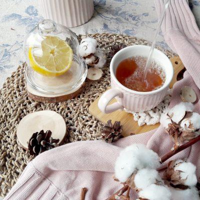 jesenna-atmosfera-caj-citron-bavlna-sisky-ratanova-podlozka