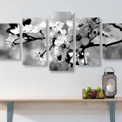 5-dielny obraz ceresnoveho kvetu v ciernobielom prevedeni