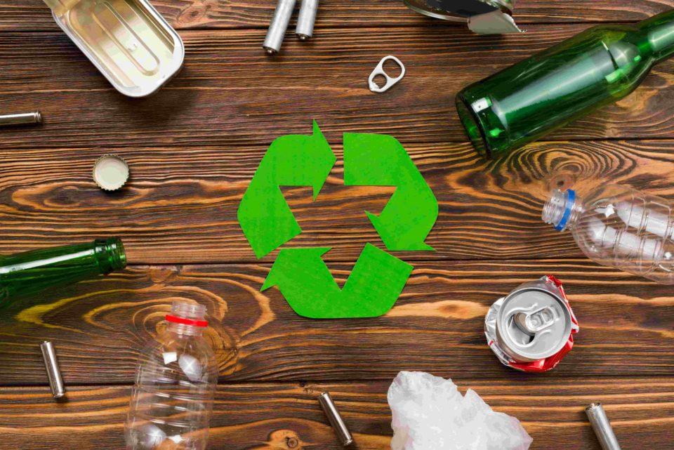 spearovanie odpadu plechoviek, plastu a skla